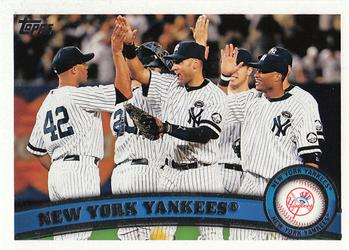 2011 Topps #424 New York Yankees  Front