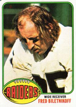 1976 Topps #25 Fred Biletnikoff Front
