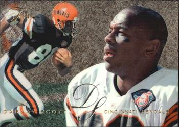 1995 Flair #42 Darnay Scott Front